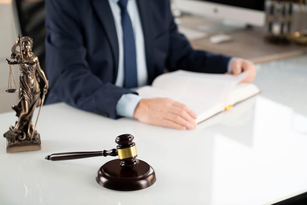 מתי כדאי להשתמש בשירותיו של עורך דין גבייה