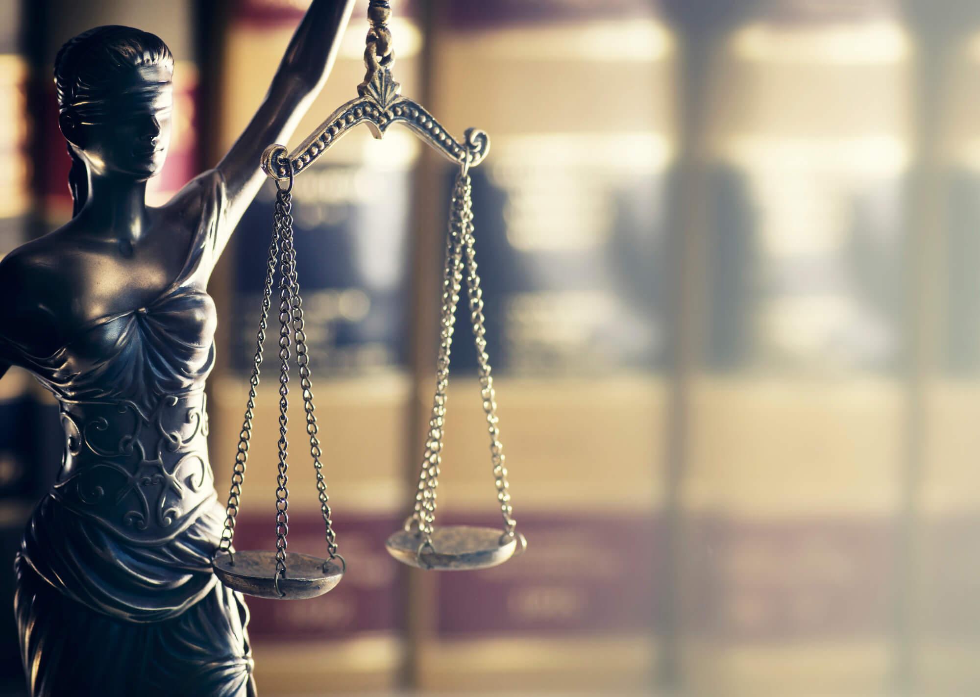כל השיקולים שיש לקחת בחשבון לפני שכירת עורך דין פלילי